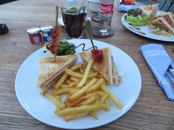 11_Perfekter-Clubsandwich-Pommes-Seehotel-Ueberfahrt
