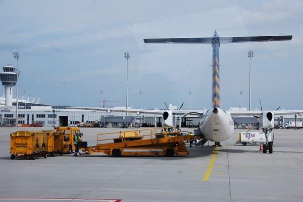 07_Lufthansa-Regional-Beladen-Flughafen-Muenchen