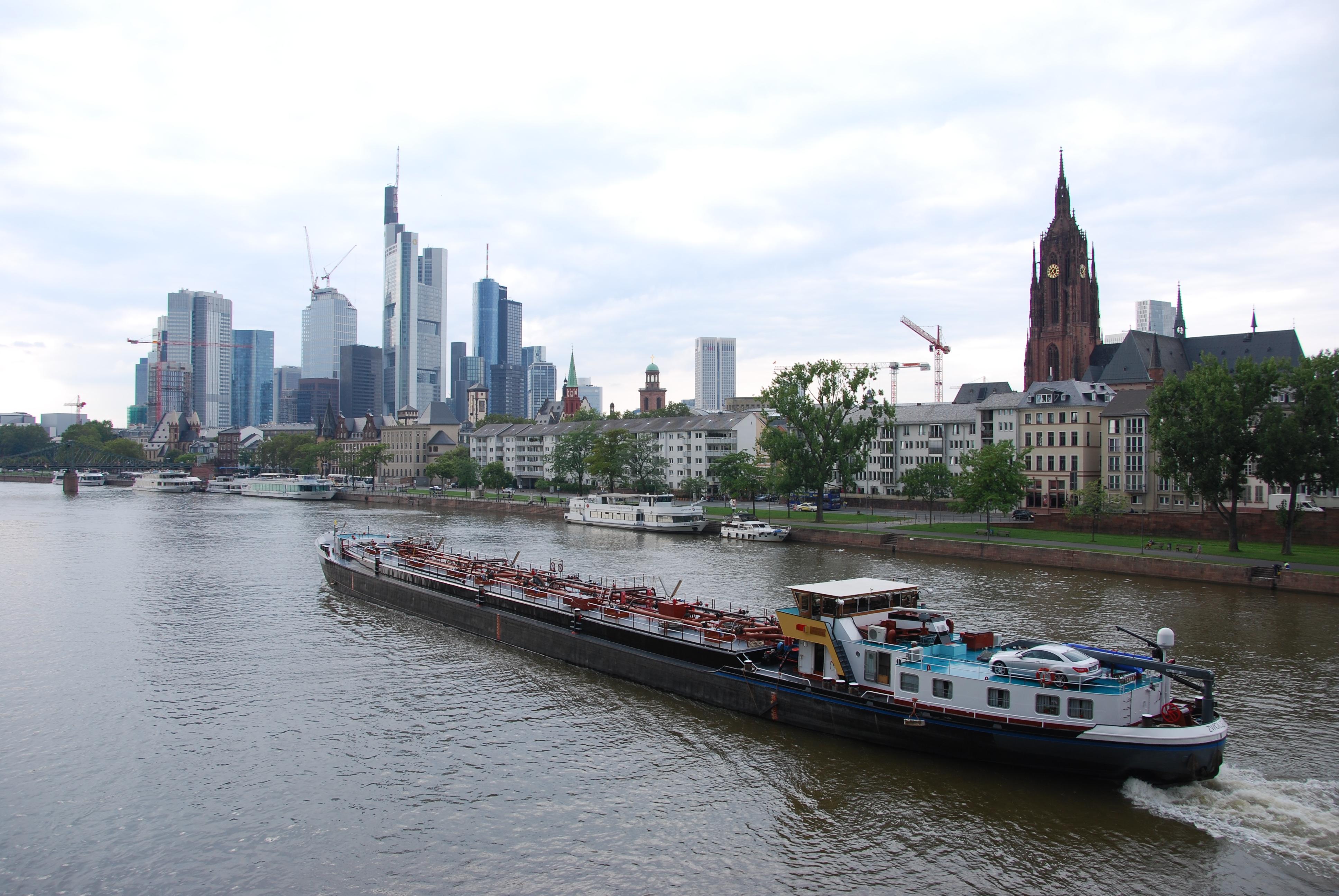 00_Frankfurt-am-Main-Skyline-Schiff