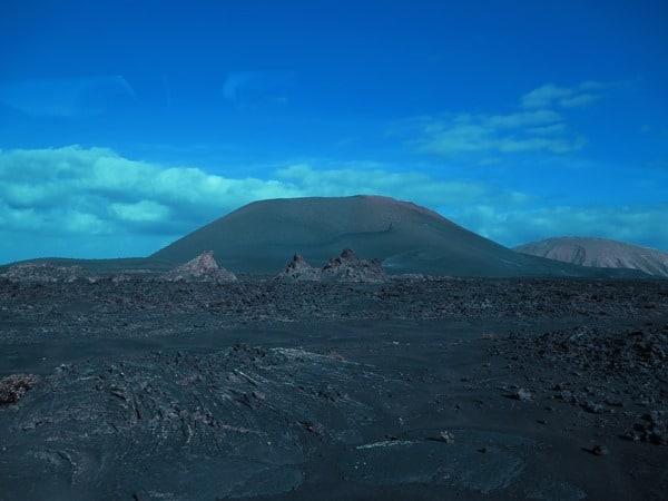 02_Vulkan-Kraterlandschaft-Lanzarote-Kanarische-Inseln
