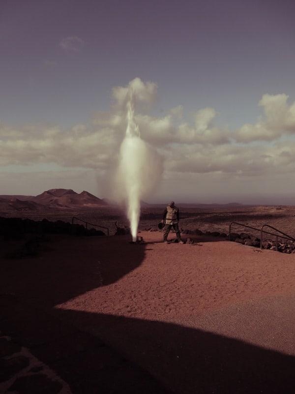 08_kuenstlicher-Geysir-Timanfaya-Lanzarote-Kanarische-Inseln