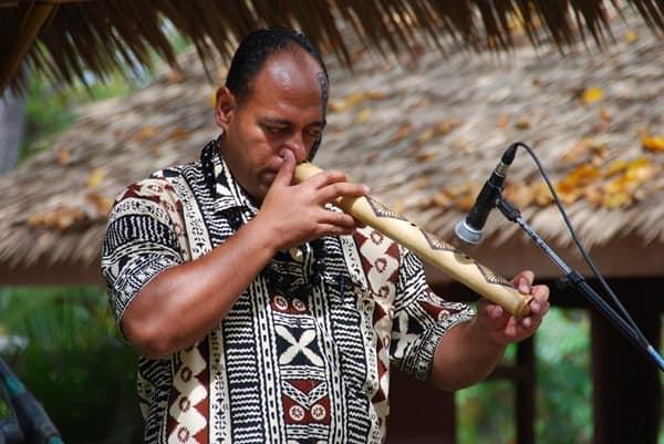 18_Polynesian-Cultural-Center-Musician