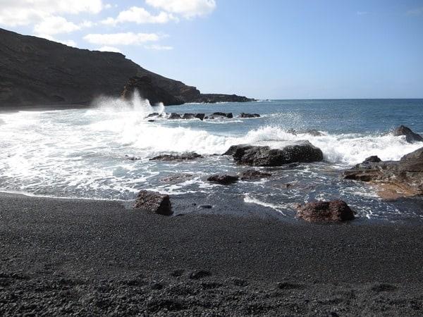 18_Strand-bei-El-Golfo-Lanzarote-Kanarische-Inseln
