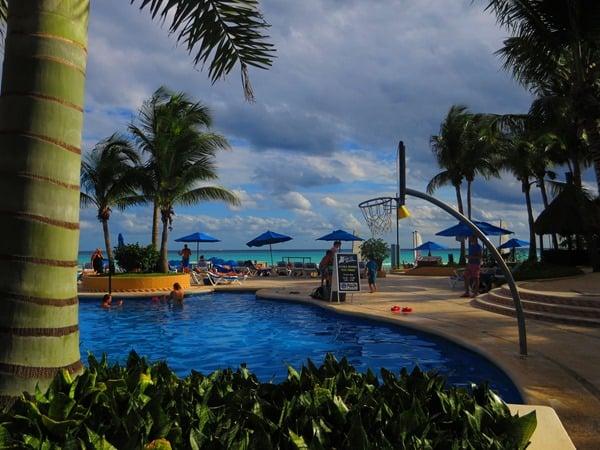 05_Hotel-The-Reef-Playacar-PlayaDelCarmen-Mexiko-Pool-Nachmittags