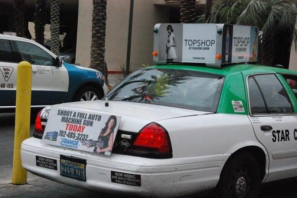14_Werbung-Taxi-vollautomatische-Waffen-scharf-schiessen