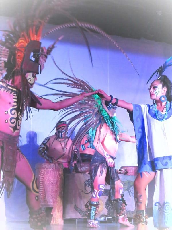 15_Maya-Show-Hotel-The-Reef-Playacar-Mexico-PlayaDelCarmen-Dancers