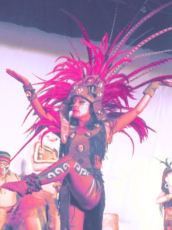 17_Maya-Show-Hotel-The-Reef-Playacar-Mexico-PlayaDelCarmen-Girl