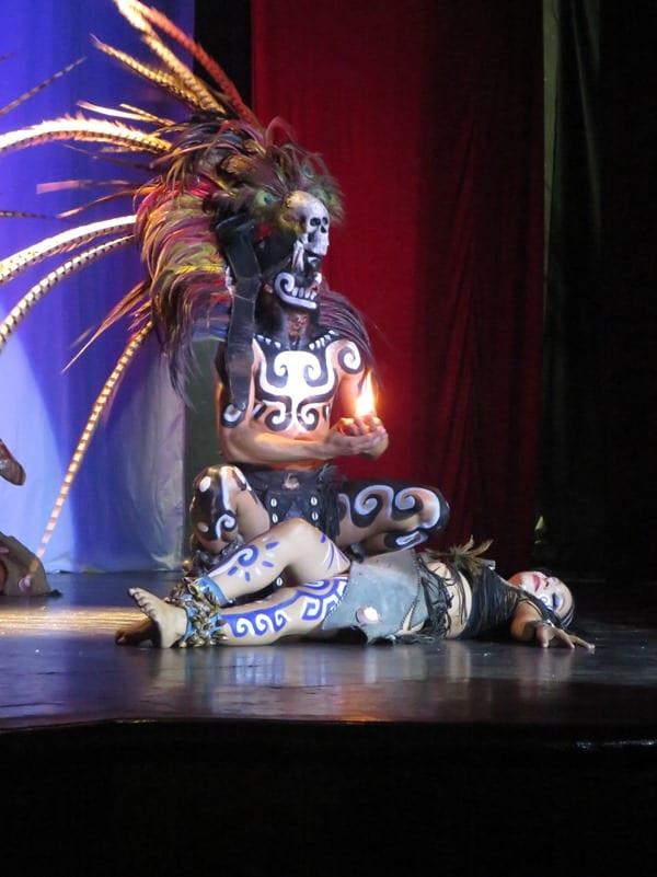 19_Maya-Show-Hotel-The-Reef-Playacar-Mexiko-PlayaDelCarmen-rituelle-Opferung