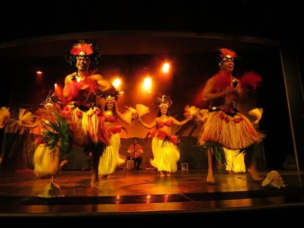 11_NCL-Pride-of-America-Hawaiianische-Abendshow