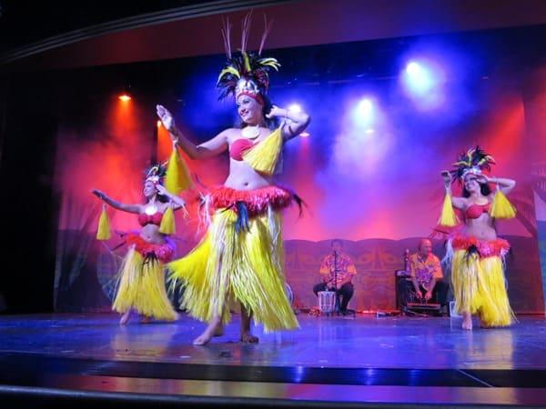 12_NCL-Pride-of-America-Hawaii-Hula-Abendshow