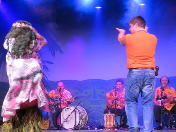 15_NCL-Pride-of-America-Hawaii-Abendshow-Reiseblogger-Daniel-Dorfer