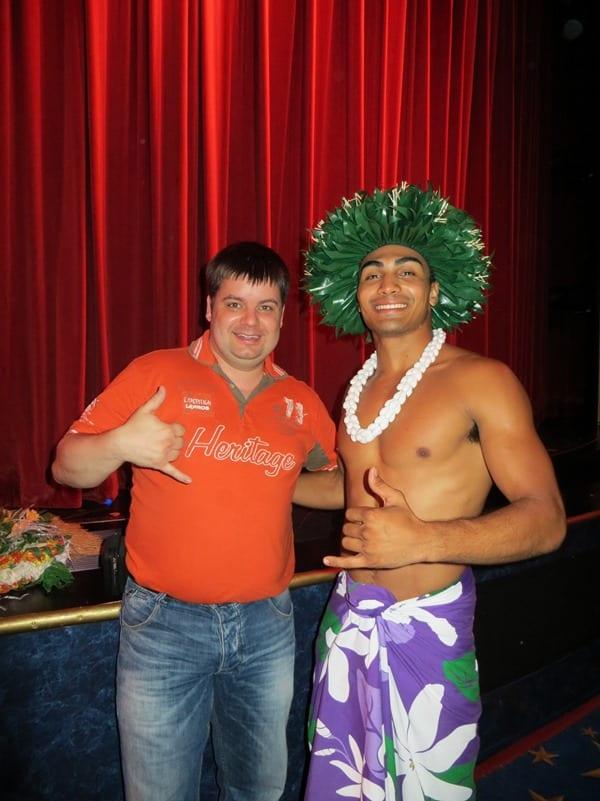 18_NCL-Pride-of-America-Hawaii-Abendshow-Hang-Loose-Reiseblogger-Daniel-Dorfer