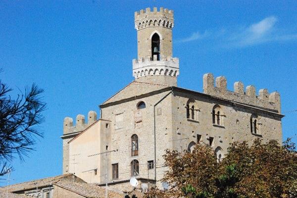 55_Palazzo-dei-Priori-Volterra-Toskana-Italien