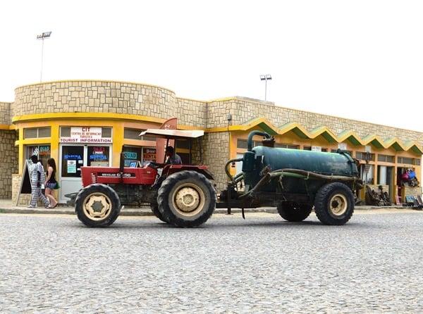 01_Traktor-Marktplatz-Sal-Rei-Boa-Vista-Cabo-Verde