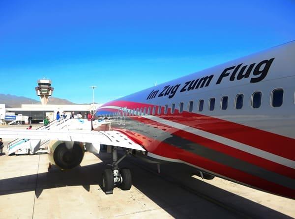 03_Boeing-737-800-TUIFly-Sonderlackierung-DB-Mit-dem-Zug-zum-Flug