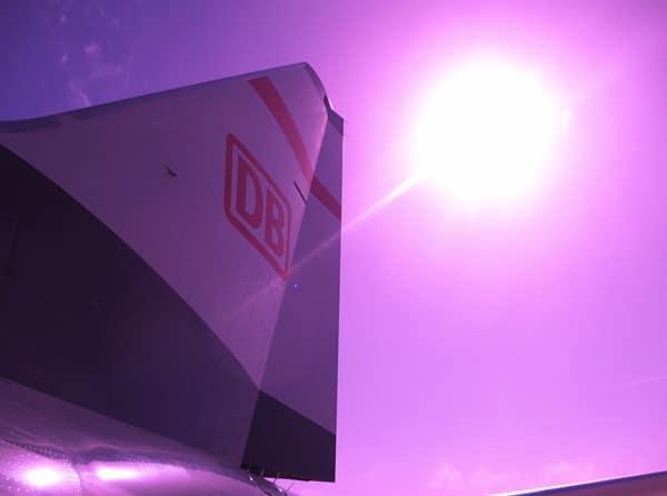 04_Boeing-737-800-TUIFly-Sonderlackierung-DB-Mit-dem-Zug-zum-Flug