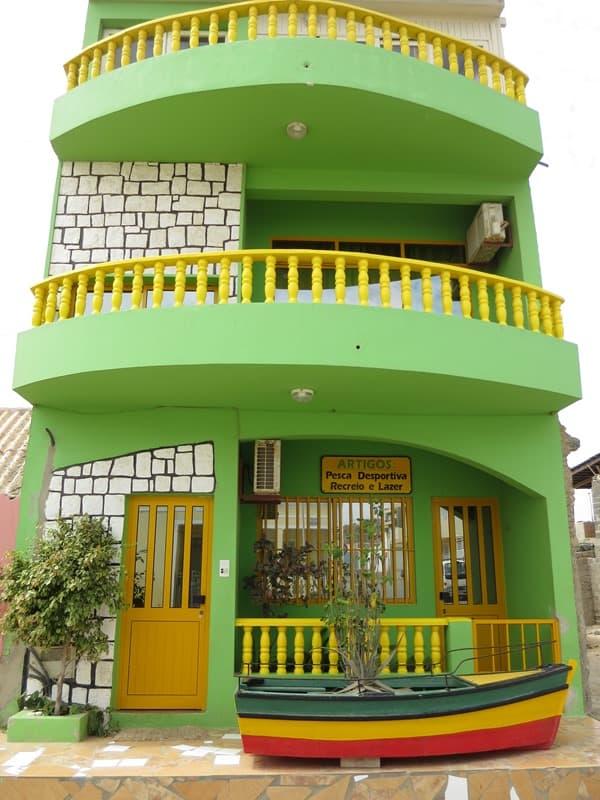 12_gruenes-Haus-am-Hafen-Sal-Rei-Boa-Vista