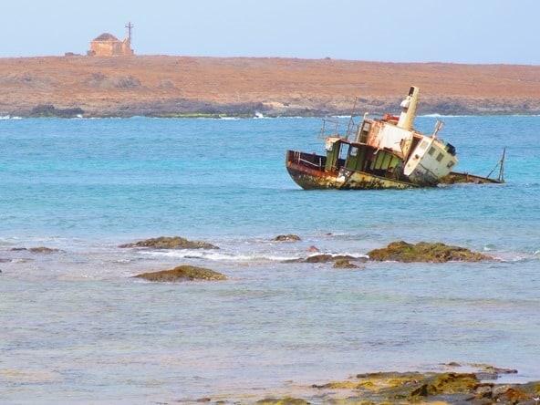 14_Schiffswrack-Hafen-Sal-Rei-Boa-Vista-Kapverden