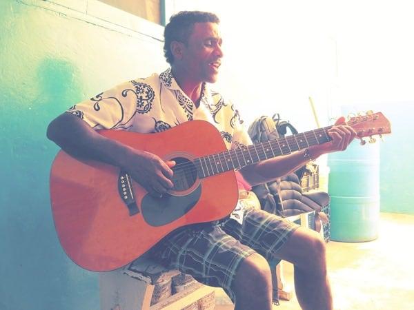 26_Musiker-Cantina-Elvis-Bofareira-Boa-Vista-Cabo-Verde-Kapverden