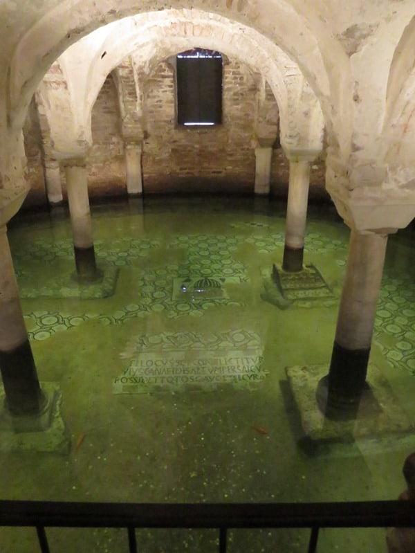 17_Gewoelbe-Pool-Fische-Basilika-San-Francesco-Ravenna-Italien