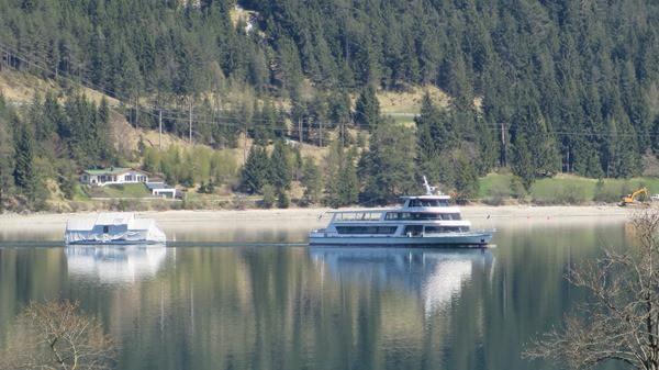 19_Seenschifffahrt-Achensee-Bootshaus-im-Schlepptau-Pertisau-Tirol-Oesterreich