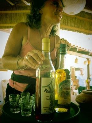 22_Franca-Grog-Ponche-Bar-Esplanado-Fon-Banana-Velha-Boa-Vista-Kapverden