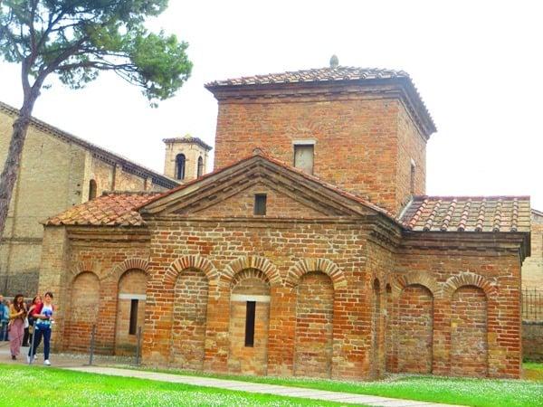 25_Mausoleum-der-Galla-Placidia-Ravenna-Italien
