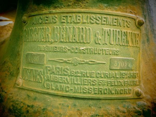 43_Schild-an-der-Lampe-des-Leuchtturm-Osten-Boa-Vista-Kapverden