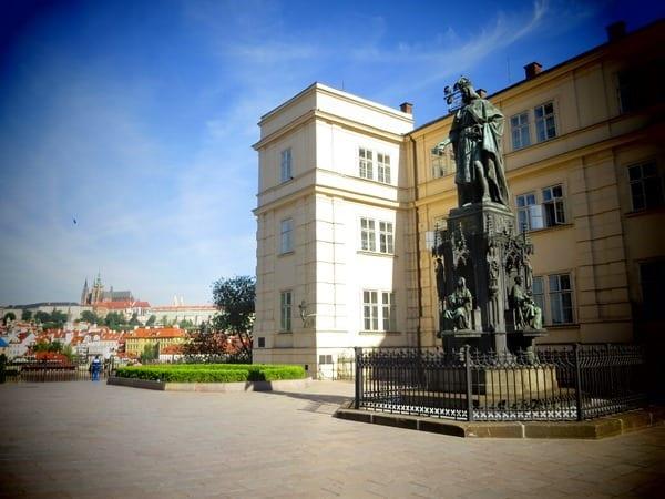 01_Kreuzherrenkirche-Statue-Karl-IV-Prag-Tschechien