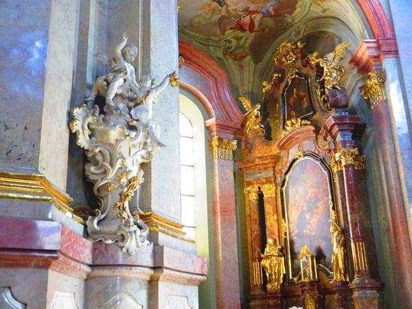 08_Seitenschiff-Kirche-St.Nikolaus-Prag-Tschechien