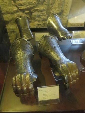 11_Handschuhe-Museo-delle-Armi-Antiche-San-Marino