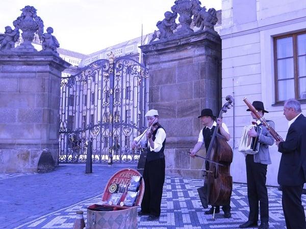 16_Musiker-Prager-Burg-Prag-Tschechien