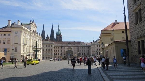 19_Hradschiner-Platz-Prager-Burg-Prag-Tschechei