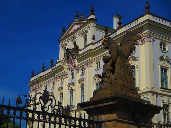 21_Palast-am-Hradschinwe-Platz-Prager-Burg-Prag-Tschechei