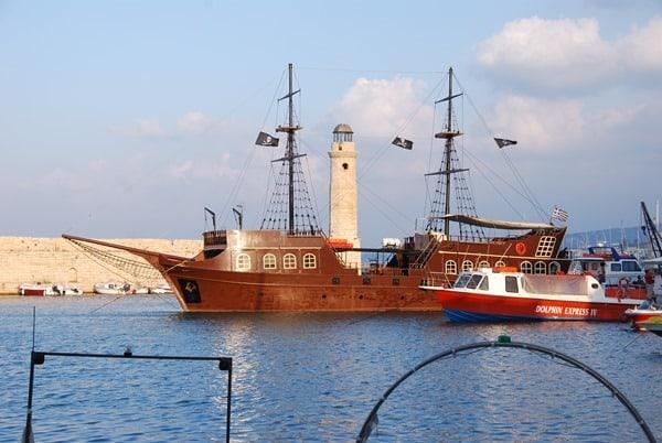 23_Piratenschiff-Venezianischer-Hafen-Rethymno-Kreta-Griechenland
