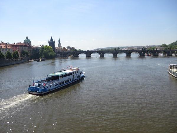 26_Ausflugsboot-Moldau-Karlsbruecke-Prag