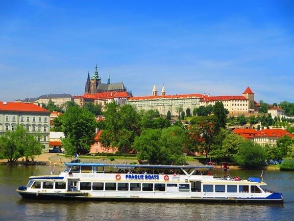 29_Dampfer-Moldau-Prager-Burg-Prag-Tschechei