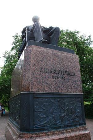 34-Kreutzwald-Statue-Tallinn