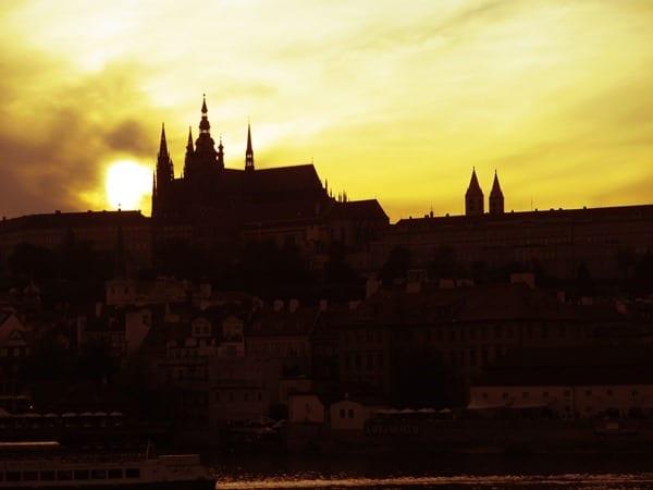 02_Prager-Burg-Sonnenuntergang-Prag-Tschechien