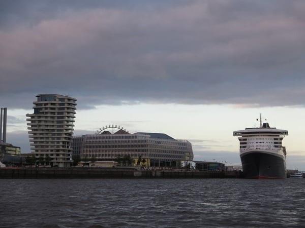 11_Kreuzfahrtschiff-Queen-Mary-2-Hafen-Hamburg