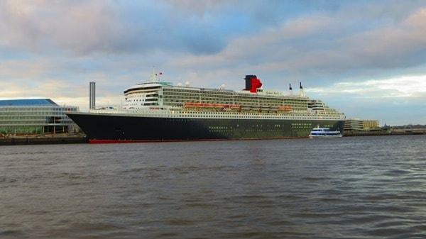 12_Kreuzfahrtschiff-Queen-Mary-2-Cunard-Line-Hafen-Hamburg