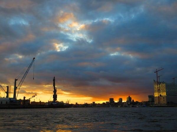 14_Hafen-Hamburg-Elbphilharmonie-Sonnenuntergang