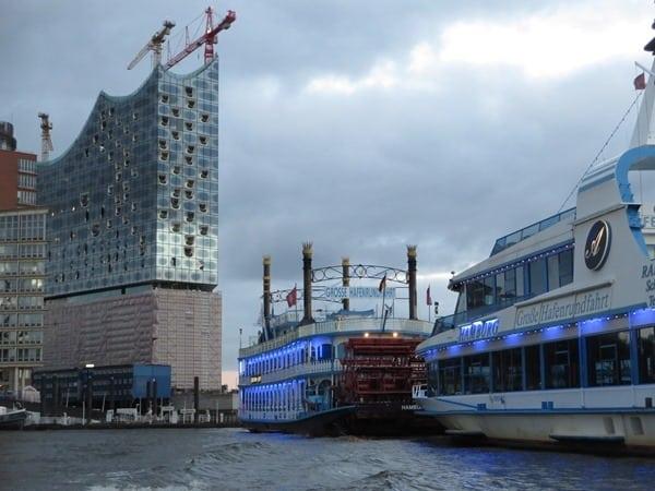 17_Elbphilharmonie-Hafen-Hamburg-Hafenrundfahrt-Raddampfer