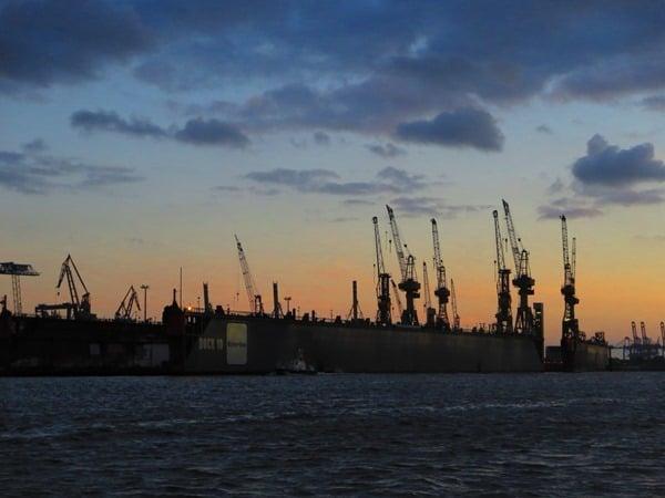 19_Hafen-Hamburg-Blohm-Voss-Dock-10-Sonnenuntergang