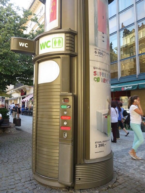 20_Kuriosum-oeffentliche-Toilette-WC-Litfasssaeule-Prag-Tschechien