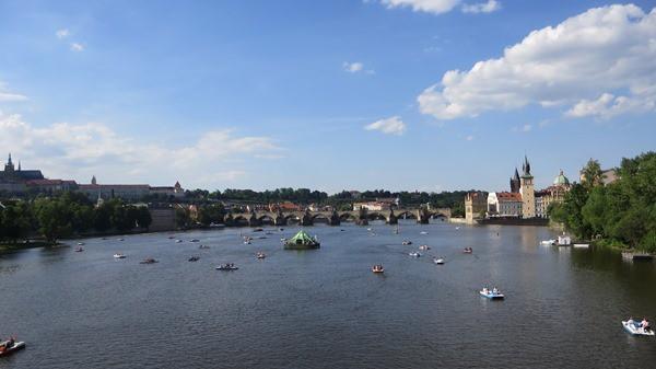 23_Blick-auf-Moldau-Karlsbruecke-Prag-Tschechei