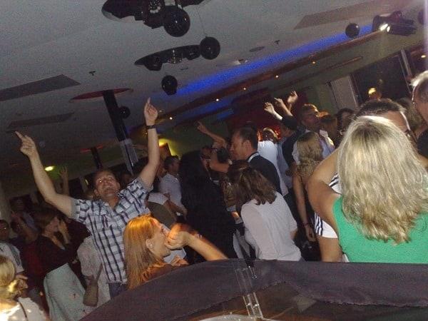 AIDA-Kreuzfahrt-Black White-Party
