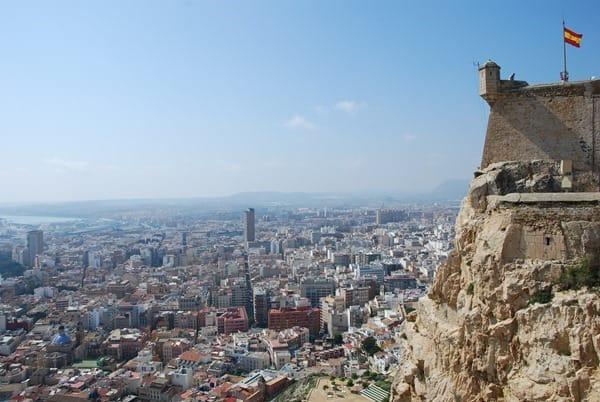 AIDA-Kurzkreuzfahrt-Burg-Alicante-Spanien