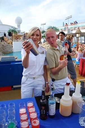 Offiziersshaken-Clubschiff-AIDA