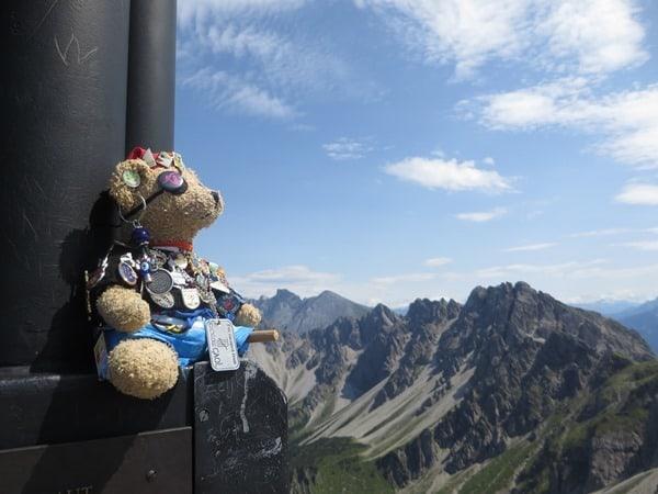08_Jack-Bearow-Aussicht-Gipfelkreuz-Seefelder-Spitze-Tirol-Oesterreich
